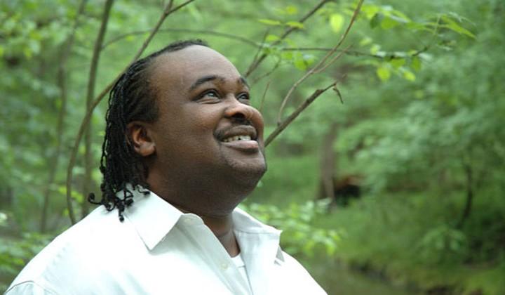 Eddie James hoort liederen uit de hemel